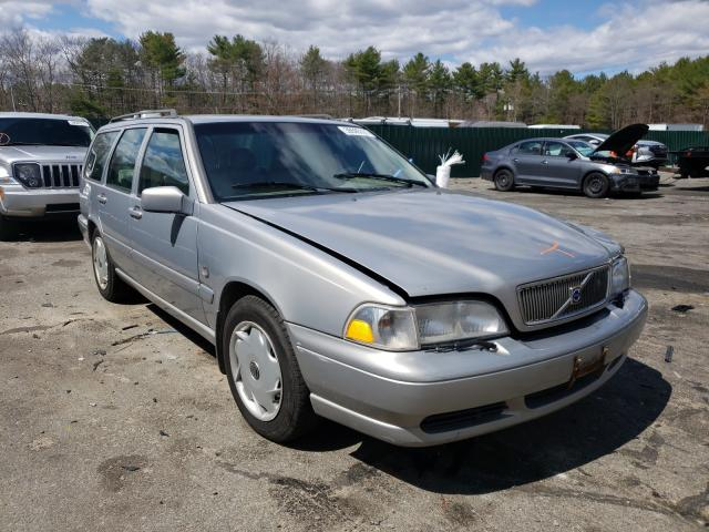 Salvage cars for sale from Copart Exeter, RI: 1999 Volvo V70