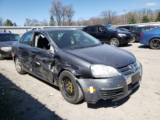 Salvage cars for sale from Copart Albany, NY: 2009 Volkswagen Jetta SE