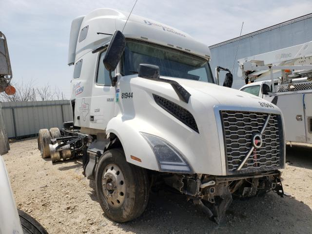Salvage cars for sale from Copart Temple, TX: 2019 Volvo VN VNL