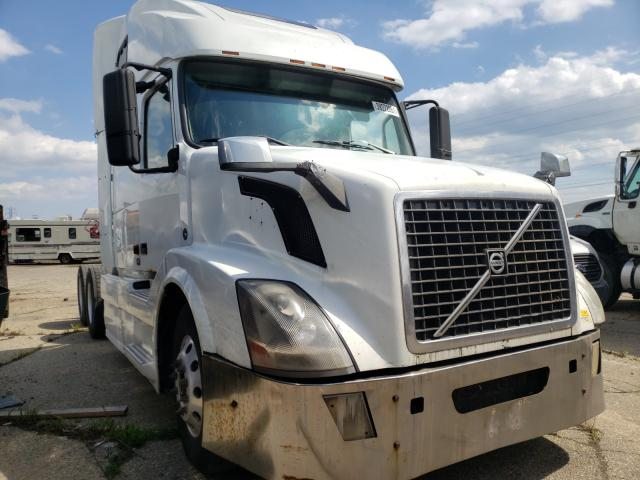 Salvage cars for sale from Copart Woodhaven, MI: 2007 Volvo VN VNL