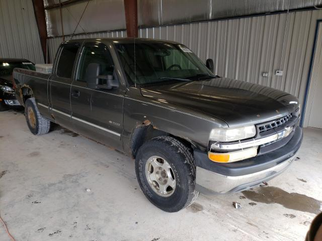 Salvage cars for sale from Copart Appleton, WI: 2002 Chevrolet Silverado