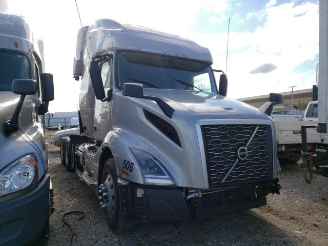 Salvage trucks for sale at Elgin, IL auction: 2020 Volvo VN VNL