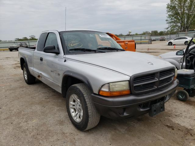 Salvage cars for sale from Copart Wichita, KS: 2002 Dodge Dakota Base
