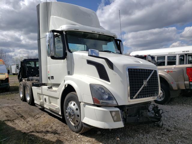Salvage trucks for sale at Elgin, IL auction: 2014 Volvo VN VNL