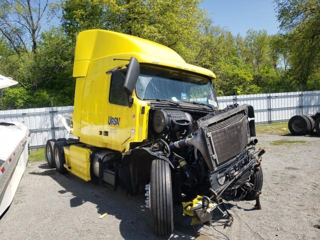 Salvage trucks for sale at Alorton, IL auction: 2015 Volvo VN VNL