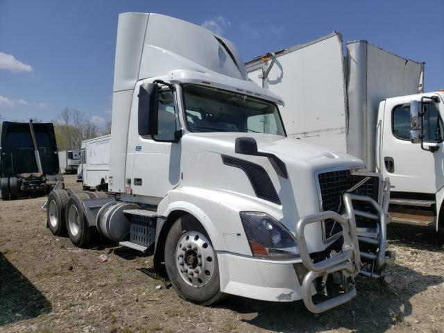 Salvage trucks for sale at Elgin, IL auction: 2015 Volvo VN VNL