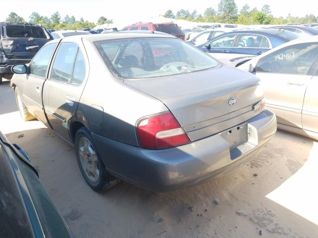 2001 NISSAN ALTIMA GXE - Right Front View
