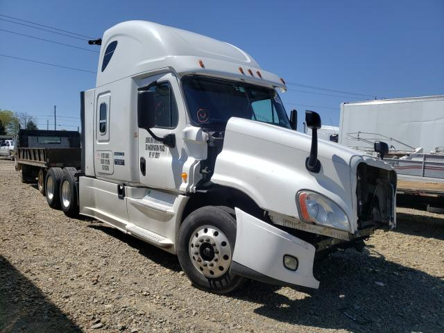 Salvage cars for sale from Copart Chatham, VA: 2014 Freightliner Cascadia 1