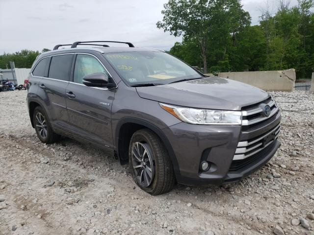 Salvage cars for sale from Copart West Warren, MA: 2017 Toyota Highlander