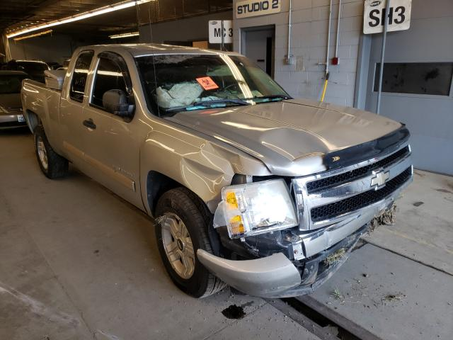 Salvage trucks for sale at Wheeling, IL auction: 2007 Chevrolet Silverado
