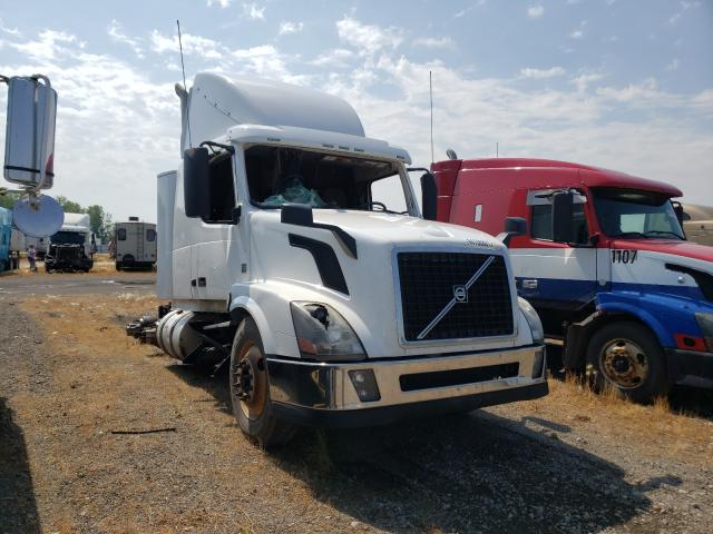 Salvage trucks for sale at Dyer, IN auction: 2016 Volvo VN VNL