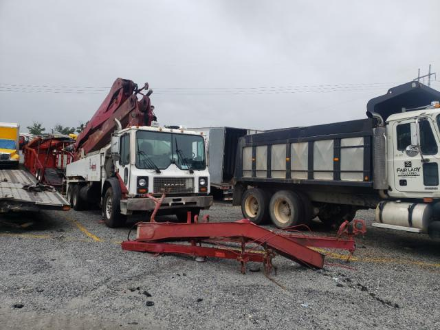 Salvage cars for sale from Copart Loganville, GA: 2005 Mack 600 MR600