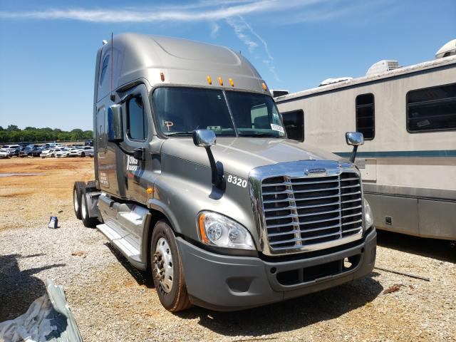 Freightliner salvage cars for sale: 2009 Freightliner Cascadia 1