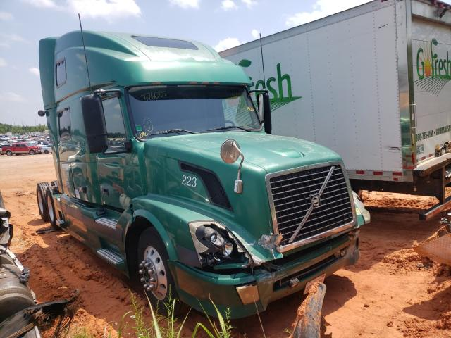 Salvage cars for sale from Copart Oklahoma City, OK: 2005 Volvo VN VNL