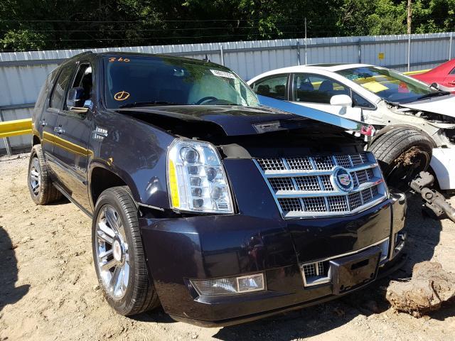 Vehiculos salvage en venta de Copart Glassboro, NJ: 2013 Cadillac Escalade P