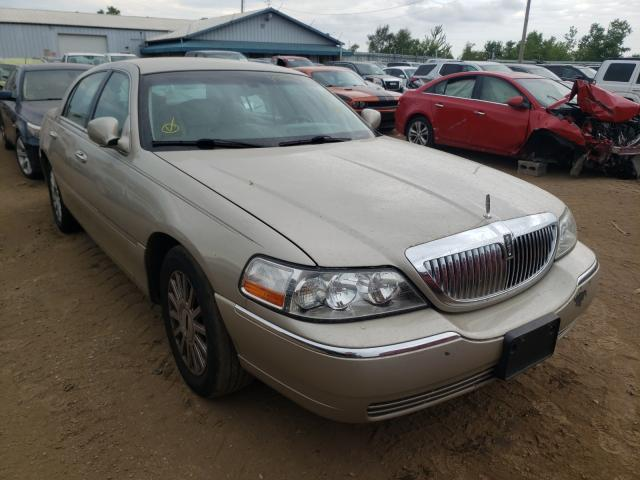 Salvage cars for sale from Copart Pekin, IL: 2005 Lincoln Town Car S