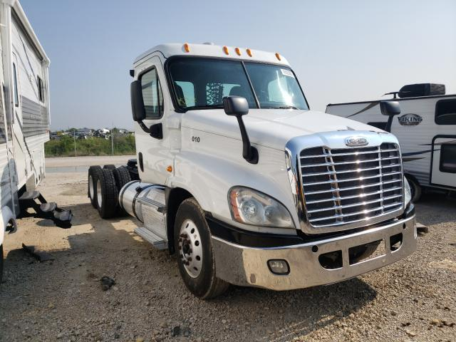 Salvage cars for sale from Copart Grand Prairie, TX: 2019 Freightliner Cascadia 1