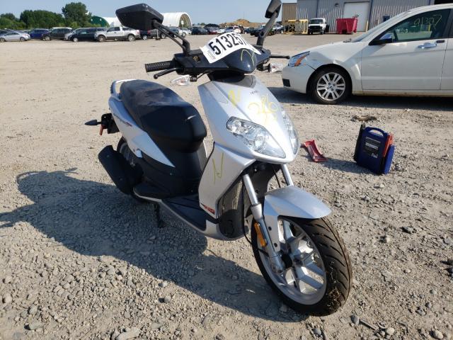 ZD4SBC00194001124-2009-aprilia-scooter