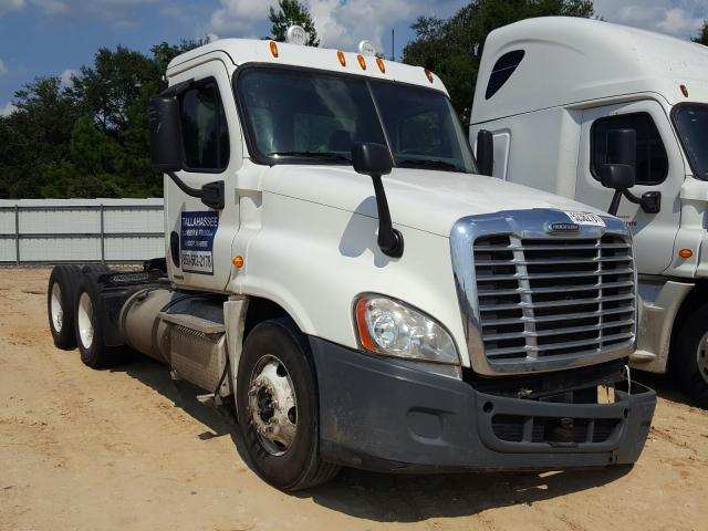 Salvage cars for sale from Copart Midway, FL: 2011 Freightliner Cascadia 1