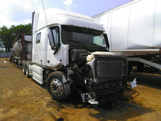 Salvage cars for sale from Copart Longview, TX: 2015 Volvo VN VNL
