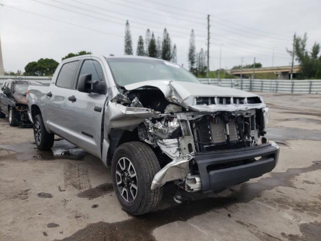 Vehiculos salvage en venta de Copart Miami, FL: 2017 Toyota Tundra CRE