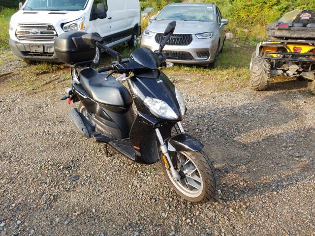 ZD4SBC00X94001221-2009-aprilia-scooter