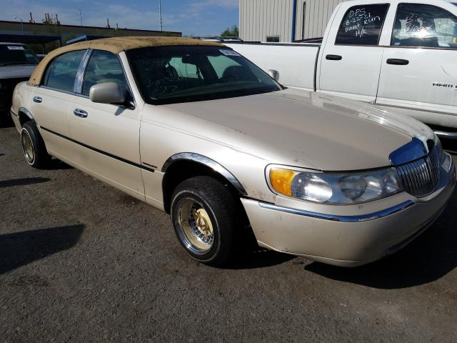 Salvage cars for sale from Copart Las Vegas, NV: 2000 Lincoln Town Car C