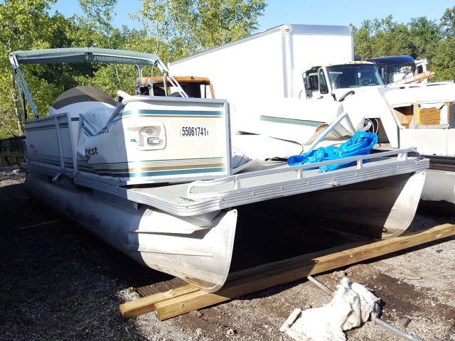 Salvage boats for sale at Portland, MI auction: 2003 Crestliner Boat
