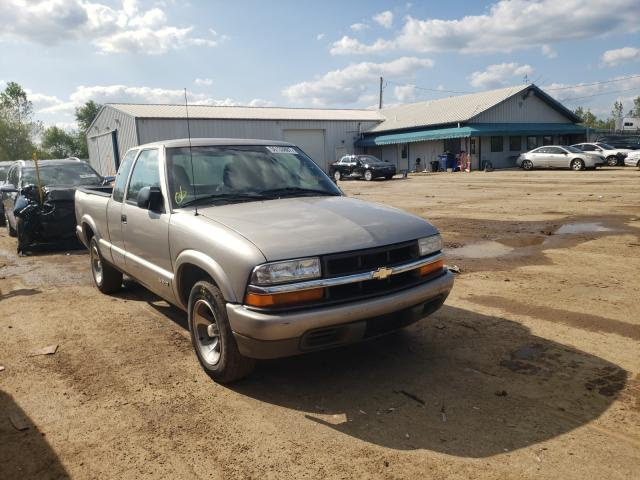 Salvage trucks for sale at Pekin, IL auction: 2000 Chevrolet S Truck S1