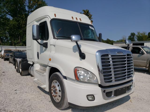 Salvage trucks for sale at Rogersville, MO auction: 2016 Freightliner Cascadia 1