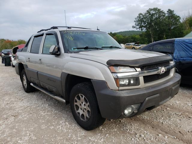 Salvage cars for sale from Copart Warren, MA: 2005 Chevrolet Avalanche