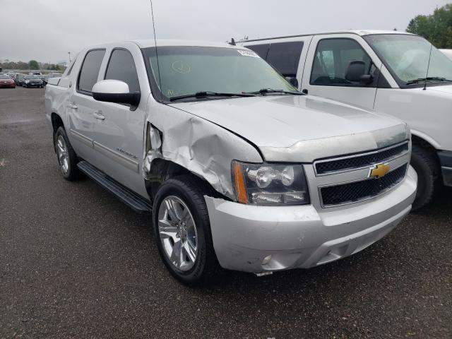 Salvage cars for sale from Copart Bowmanville, ON: 2013 Chevrolet Avalanche
