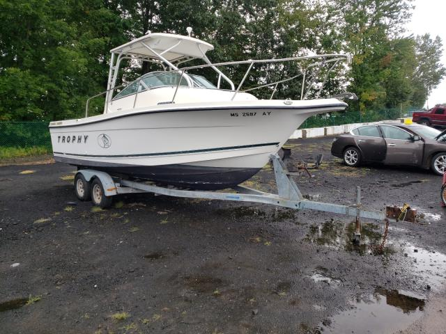 Salvage boats for sale at East Granby, CT auction: 2000 Bayliner Boat