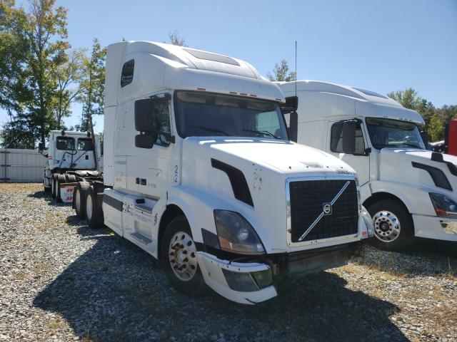 Salvage cars for sale from Copart Spartanburg, SC: 2004 Volvo VN VNL