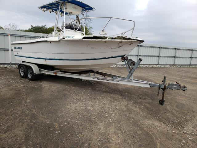Salvage boats for sale at Louisville, KY auction: 2000 Seacat Boat